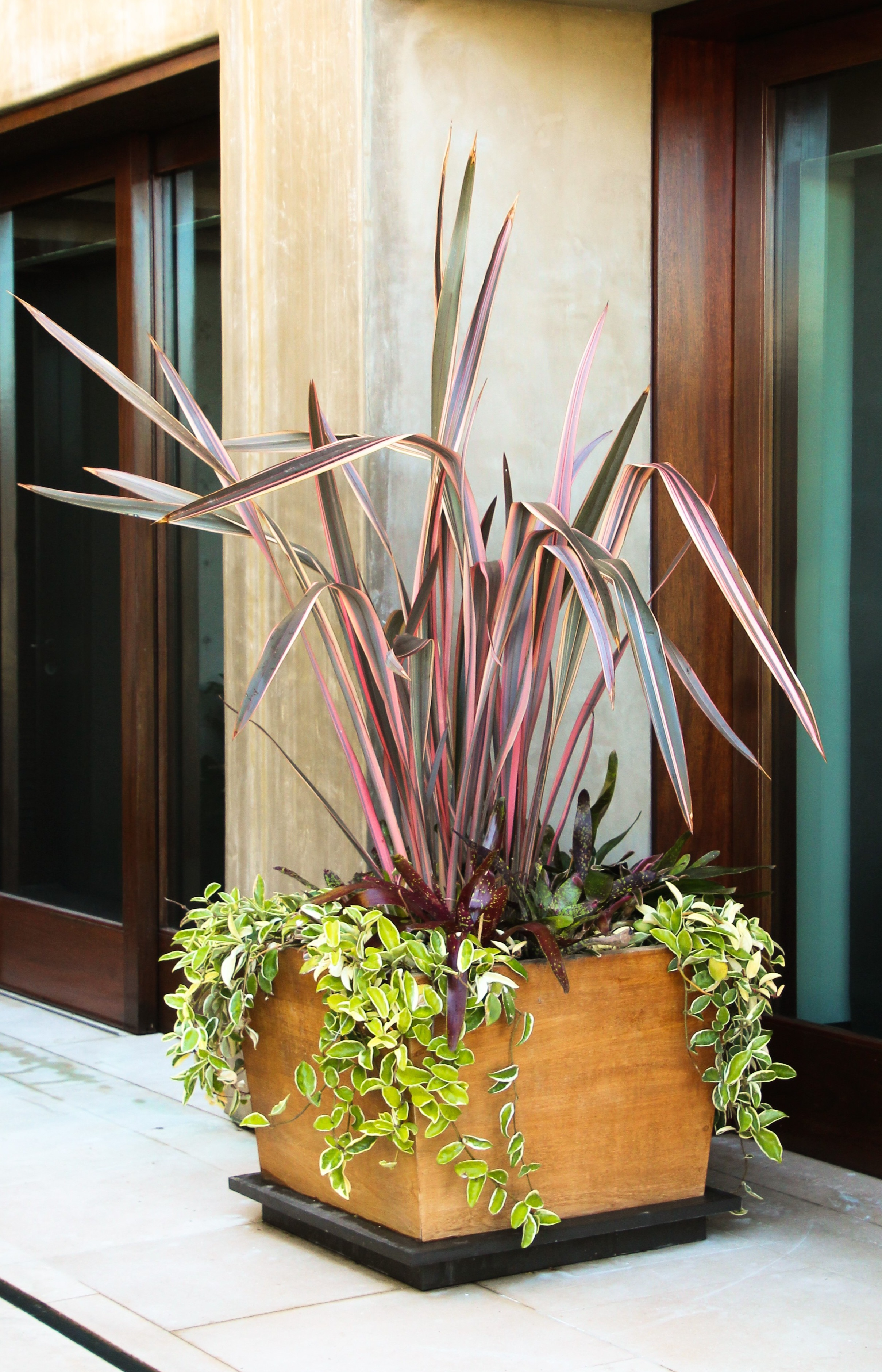 Exterior mixed planter